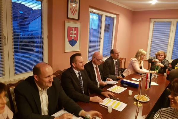 Okrúhly stôl. Ako ďalej, Slováci v Chorvátsku?